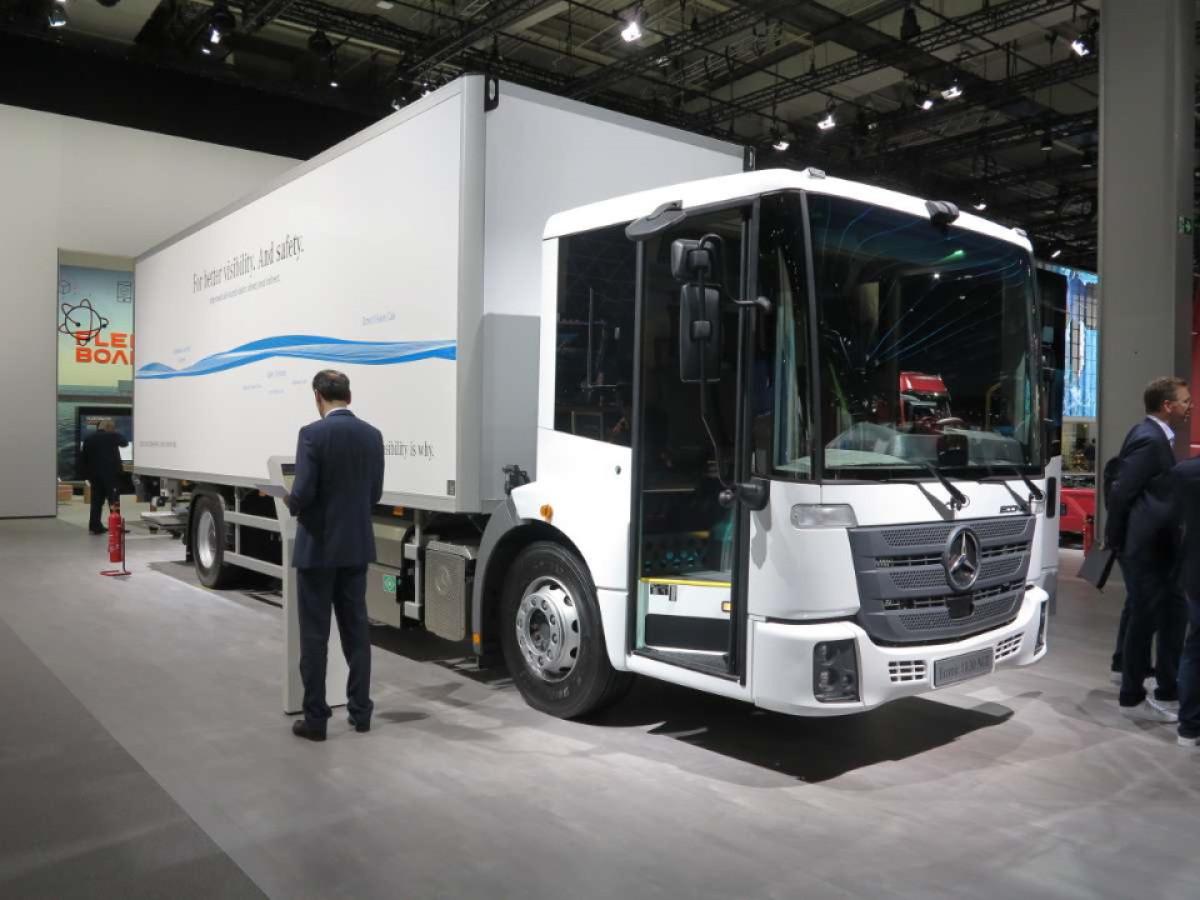 Німецька компанія Daimler анонсувала початок випробувань ще однієї електровантажівки.