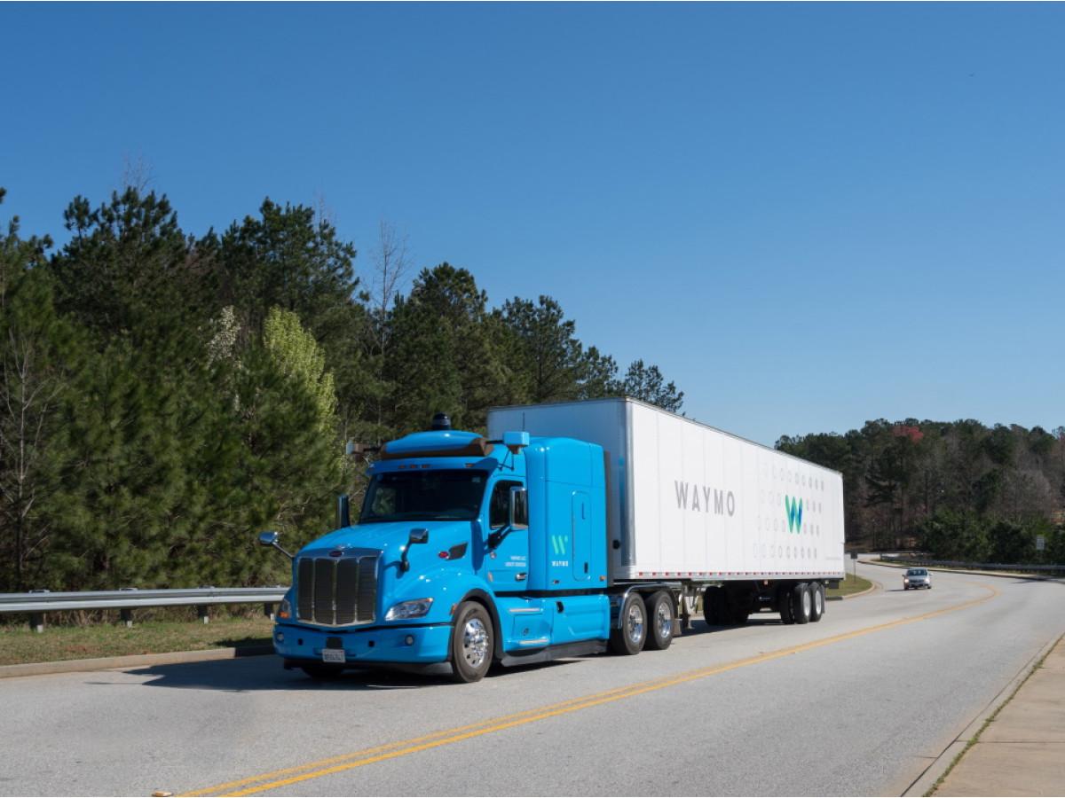 Безпілотні вантажівки Waymo незабаром виїдуть на дороги загального користування в штатах Нью-Мексико і Техас